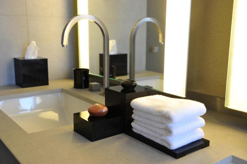 Armani Fountain suite